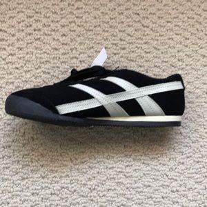 cfde7bdda5b46 Champion Shoes - Champion black w white sneakers - BNWT - size 7